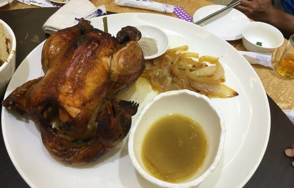 宜蘭最強烤雞!番割田甕缸雞,脆皮嫩肉淋上雞油超香一大桌台式美味才3000..-4